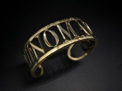 <img class='new_mark_img1' src='https://img.shop-pro.jp/img/new/icons2.gif' style='border:none;display:inline;margin:0px;padding:0px;width:auto;' />silly essence/NOMAD bangle/brass