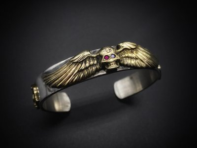 the united jewelry/flying skull bangle/silver/brass