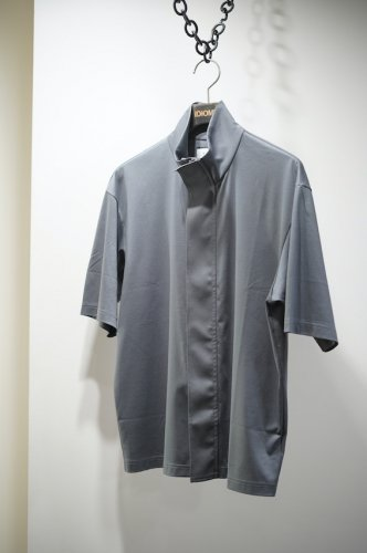 HIGH NECK ZIP TEE gray<img class='new_mark_img2' src='https://img.shop-pro.jp/img/new/icons14.gif' style='border:none;display:inline;margin:0px;padding:0px;width:auto;' />