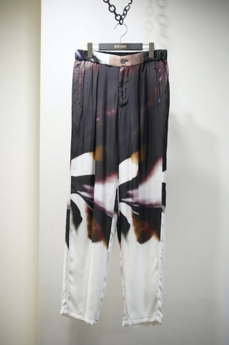 FLORAL SILK PANTS<img class='new_mark_img2' src='https://img.shop-pro.jp/img/new/icons14.gif' style='border:none;display:inline;margin:0px;padding:0px;width:auto;' />