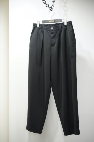 TAPERED WOOL TROUSERS<img class='new_mark_img2' src='https://img.shop-pro.jp/img/new/icons14.gif' style='border:none;display:inline;margin:0px;padding:0px;width:auto;' />