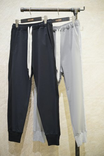 narrow track pants<img class='new_mark_img2' src='https://img.shop-pro.jp/img/new/icons14.gif' style='border:none;display:inline;margin:0px;padding:0px;width:auto;' />