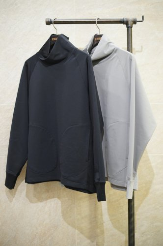 cross neck pullover<img class='new_mark_img2' src='https://img.shop-pro.jp/img/new/icons14.gif' style='border:none;display:inline;margin:0px;padding:0px;width:auto;' />