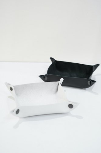 LEATHER TRAY SMALL<img class='new_mark_img2' src='https://img.shop-pro.jp/img/new/icons14.gif' style='border:none;display:inline;margin:0px;padding:0px;width:auto;' />