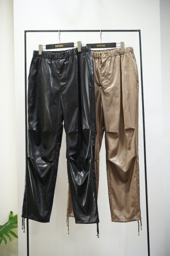 Tapered Trousers<img class='new_mark_img2' src='https://img.shop-pro.jp/img/new/icons14.gif' style='border:none;display:inline;margin:0px;padding:0px;width:auto;' />