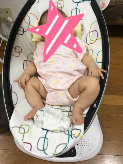 ママルーに乗っている赤ちゃん