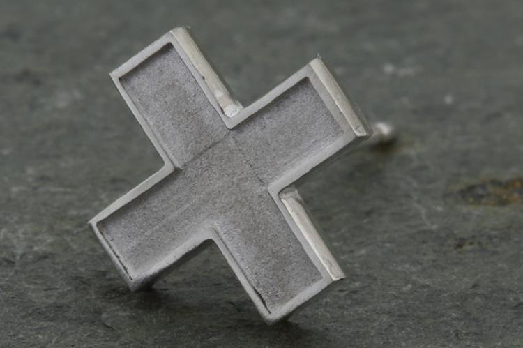 FLAME CROSS EARRINGS 写真その3