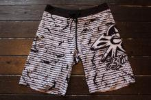 <img class='new_mark_img1' src='https://img.shop-pro.jp/img/new/icons20.gif' style='border:none;display:inline;margin:0px;padding:0px;width:auto;' />BLACK FLYS CLASH PHANTOM SURF TRUNKS WHITE
