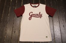 GNARLY SCRIPT WHITE/BURGUNDY