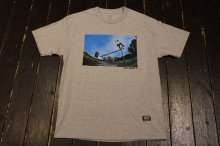 GRIZZLY TOREY SCHOOLYARD TEE GREY