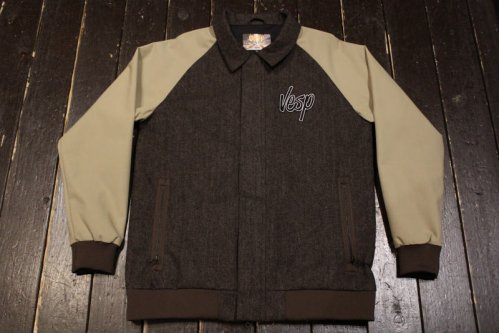 <img class='new_mark_img1' src='//img.shop-pro.jp/img/new/icons20.gif' style='border:none;display:inline;margin:0px;padding:0px;width:auto;' />VESP WOOL COACH JACKET BR(ブラウン)