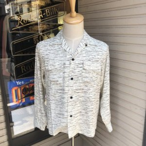 <img class='new_mark_img1' src='https://img.shop-pro.jp/img/new/icons14.gif' style='border:none;display:inline;margin:0px;padding:0px;width:auto;' />The GROOVIN HIGH Rayon BOX Shirt/A261/Ivory/グルービンハイ/レーヨン/シャツ /日本製
