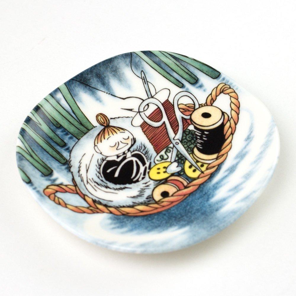 ウォールプレート 3-4 Nap in Sewing basket 「針箱で居眠り」 1999-2002