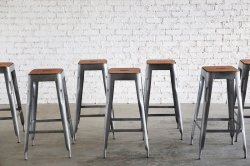 <img class='new_mark_img1' src='https://img.shop-pro.jp/img/new/icons47.gif' style='border:none;display:inline;margin:0px;padding:0px;width:auto;' />STANDARD BAR STOOL SLV