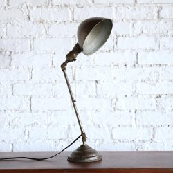 <img class='new_mark_img1' src='https://img.shop-pro.jp/img/new/icons14.gif' style='border:none;display:inline;margin:0px;padding:0px;width:auto;' />FARIES DESK LAMP