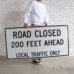 <img class='new_mark_img1' src='https://img.shop-pro.jp/img/new/icons14.gif' style='border:none;display:inline;margin:0px;padding:0px;width:auto;' />VINTAGE ROAD SIGN