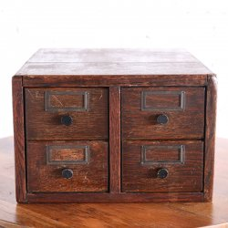 <img class='new_mark_img1' src='https://img.shop-pro.jp/img/new/icons14.gif' style='border:none;display:inline;margin:0px;padding:0px;width:auto;' />4 DRAWER OAK CARD CATALOG CABINET JAPANNED