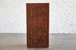 <img class='new_mark_img1' src='https://img.shop-pro.jp/img/new/icons47.gif' style='border:none;display:inline;margin:0px;padding:0px;width:auto;' />WOODEN ALPHABET CHEST
