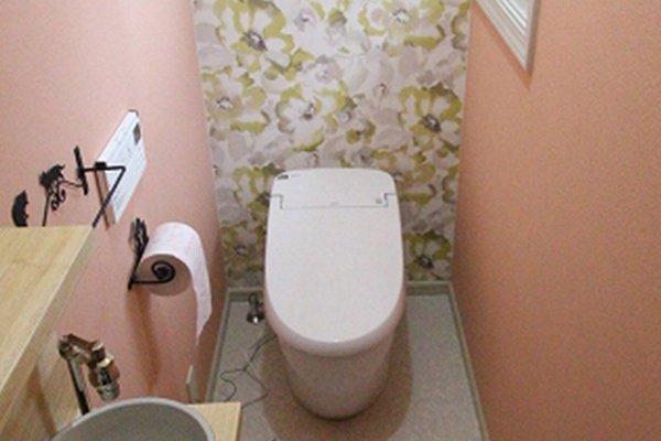 トイレをタンクレスにしてコンパクト手洗いを設置