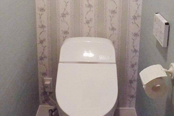 新築DIY、トイレの壁紙貼り自分施工で愛着倍増!