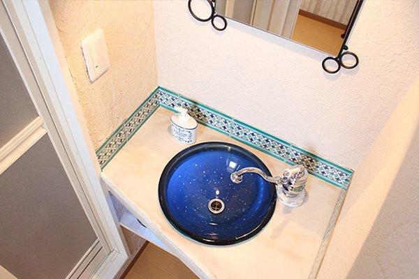 事務所のイベントホールに洗面台を設置しました。