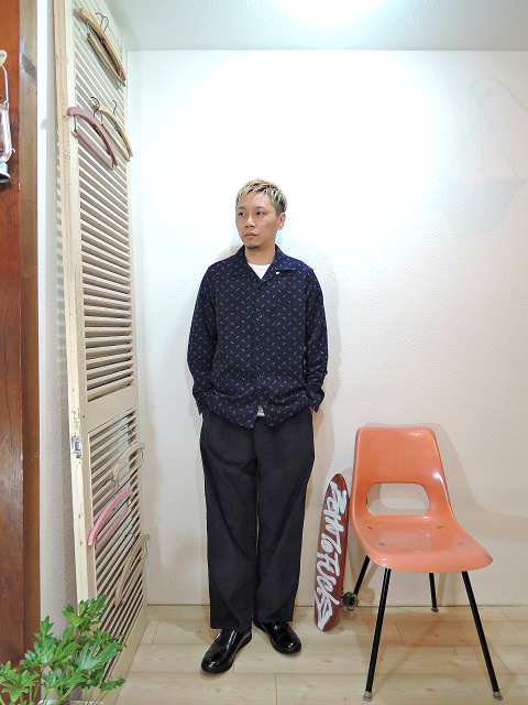 "shirt/TOWN CRAFT-RIPPLECOLE OPEN SHIRTS(SIZE M)tee/LOCALINA-FLATSEAM L/S TEE(SIZE 1)pants/modem design-SIDE LINE EASY CORDUROY PANTS(M-1707556)(SIZE 2)shoes/MANEBU-""ROAR""FACE SKIN(SIZE 40)を使ったコーディネート"