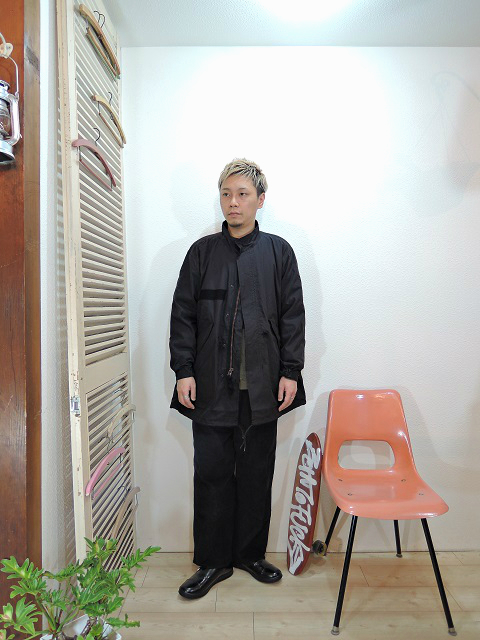 "outer/ReRe-M-65 FIELD PARKA(SIZE F)tops/modem design-BOA FLEECE×QUILTING PULL OVER(M-1703852)(SIZE 2)pants/modem design-SIDE LINE EASY CORDUROY PANTS(M-1707556)(SIZE 2)shoes/MANEBU-""ROAR""FACE SKIN(SIZE 40)を使ったコーディネート"