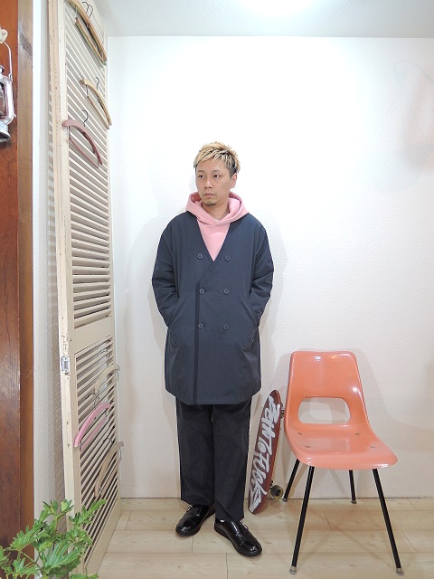 "outer/modem design-NO COLLAR W-COAT(M-1707852)(SIZE 2)tops/modem design-裏起毛 PULL OVER PARKA(M-1703256)(SIZE 2)pants/modem design-SIDE LINE EASY CORDUROY PANTS(M-1707556)(SIZE 2)shoes/MANEBU-""ROAR""FACE SKIN(SIZE 40)を使ったコーディネート"