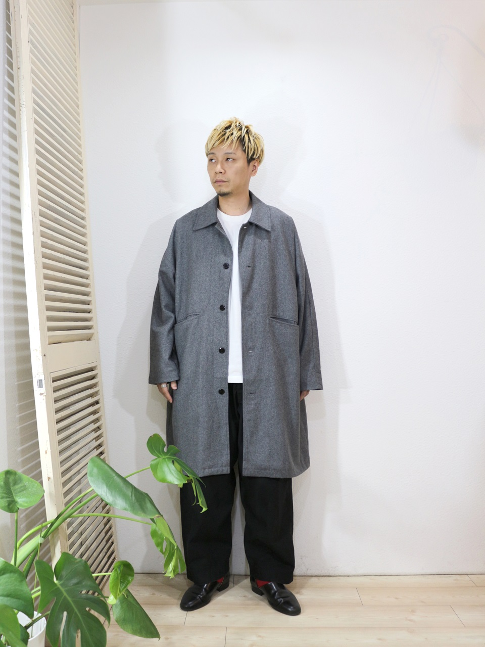 "outer/modem design-DOLMAN OVERCOAT(SIZE 2)tee/modem design-""HIYA""L/S TEE(M-1807053)(SIZE 2)>pants/odorlesstasteless-WEATHER DUCK(SIZE 02)socks/decka-REVERSIBLE SHORT SOCKS(SIZE MEN)を使ったコーディネート"