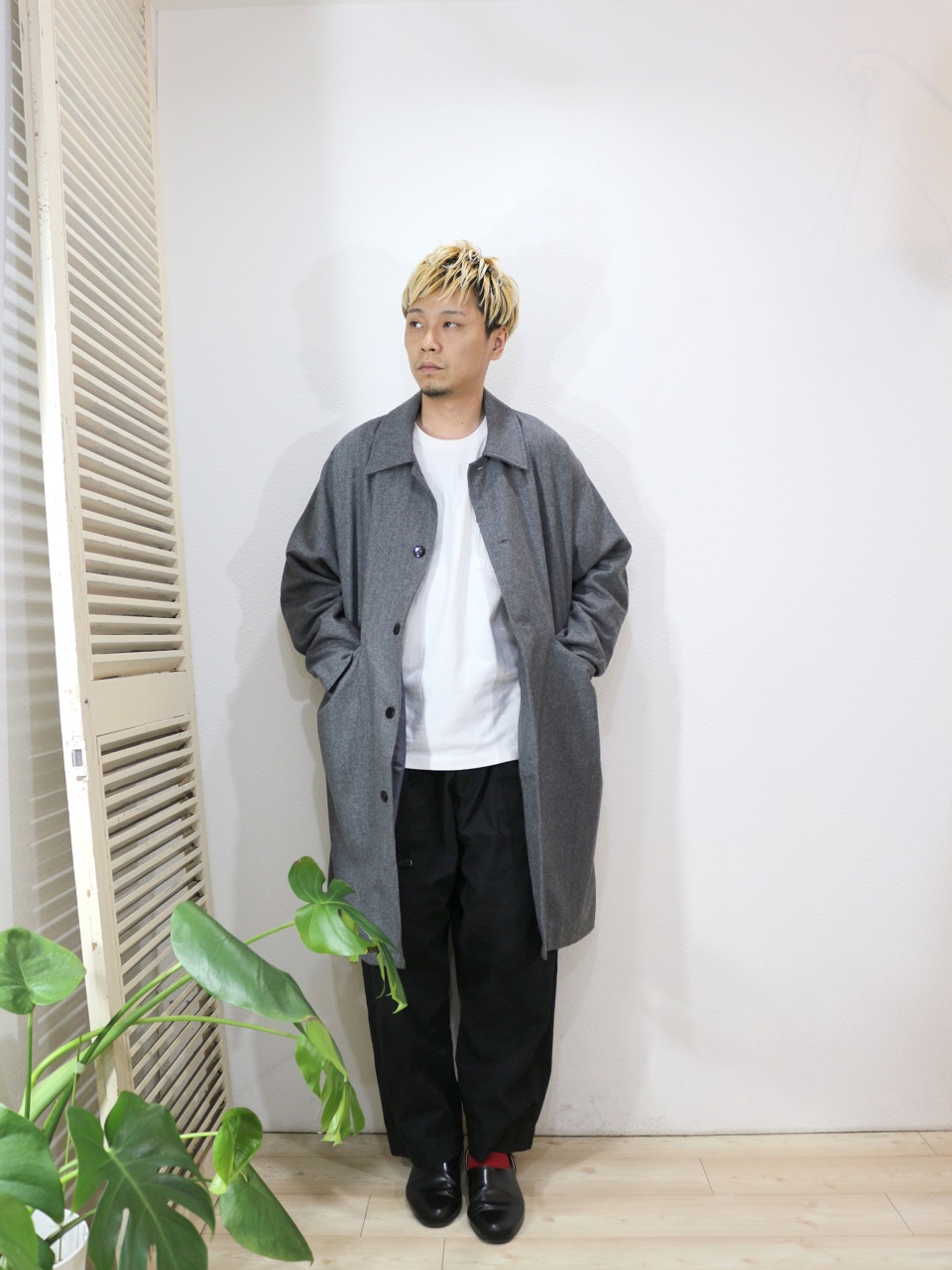 "outer/modem design-DOLMAN OVERCOAT(SIZE 2)tee/modem design-""HIYA""L/S TEE(M-1807053)(SIZE 2)pants/odorlesstasteless-WEATHER DUCK(SIZE 02)socks/decka-REVERSIBLE SHORT SOCKS(SIZE MEN)を使ったコーディネート"