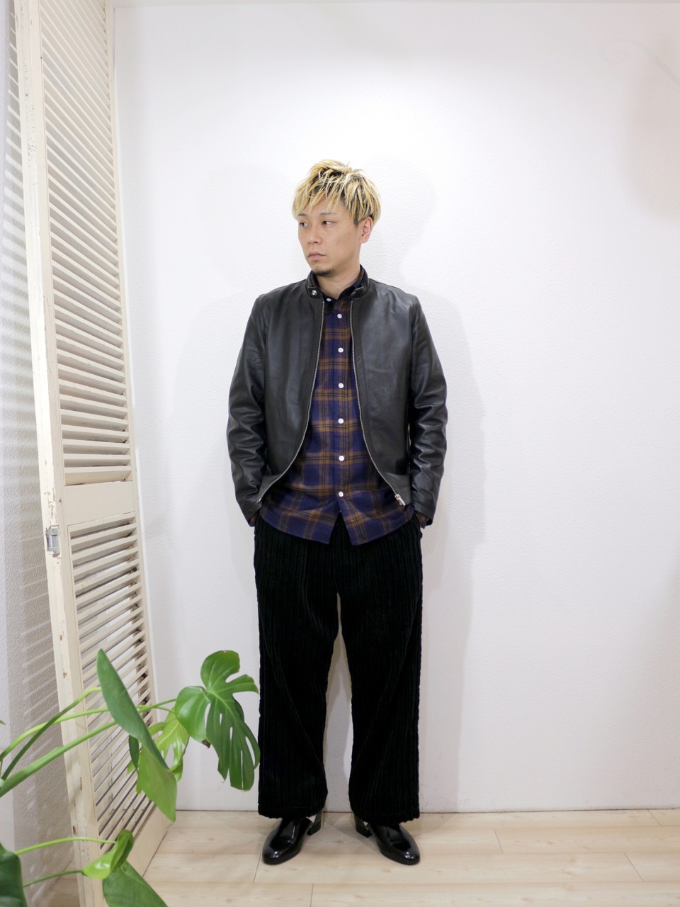 outer/ReRe-LAMBSKIN SINGLE RIDERS JACKET(SIZE 2)shirt/modem design-TARTAN CHECK FLANNEL SHIRT(M-1807755)(SIZE 2)pants/ReAdd-CORDUROY WIDE PANTS(SIZE M)を使ったコーディネート