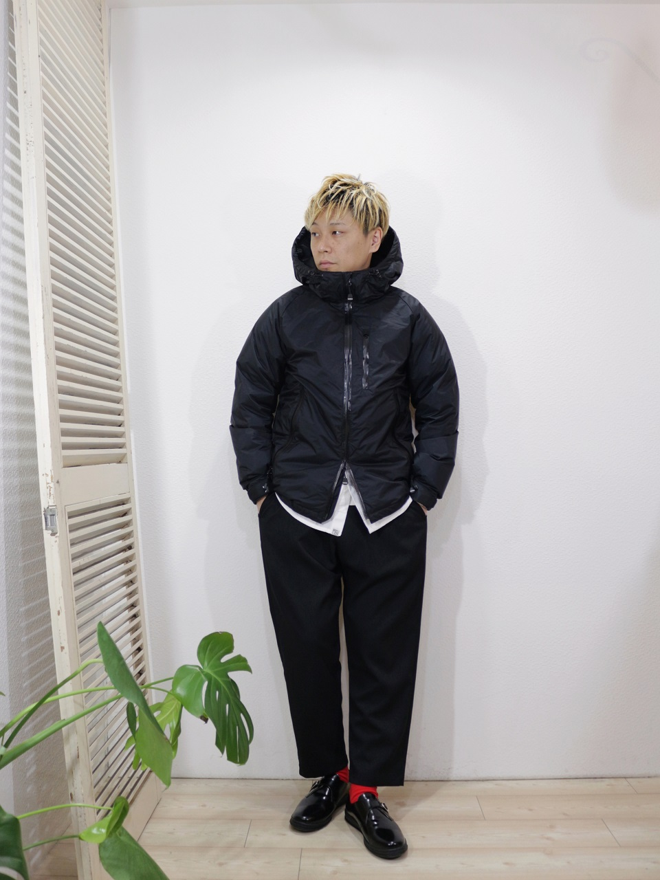 "outer/NANGA-AURORA DOWN JACKET(SIZE S)shirt/Kelen-Nicolous(SIZE 38)pants/ReRe-COMFORT TROUSERS(SIZE 2)shoes/MANEBU-""FOOT""FACE SKIN(SIZE 40)socks/decka-REVERSIBLE SHORT SOCKS(SIZE MEN)を使ったコーディネート"