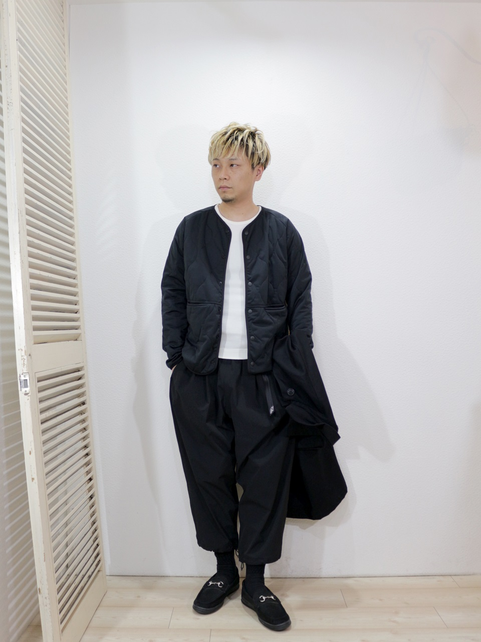 "coat/Yarmo-DUSTER COAT(SIZE 40)tops/SUNNY SPORTS-LEVEL5 SOFT SHELL CARDIGAN(SIZE S)tee/LOCALINA-MERIYASU-L/S CREW NECK(SIZE 2)pants/MANEBU-""LOOSE EASY TUCK SLACKS""(SIZE M)shoes/MANEBU-""BITCH""NUBUCK(SIZE 40)を使ったコーディネート"