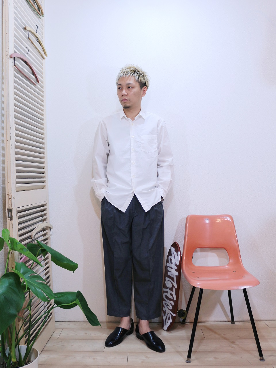 shirts/MANUAL ALPHABET-LOOSE FIT REGULAR COLLAR SHT(SIZE 1)pants/Kelen-Affleck(SIZE 38)を使ったコーディネート