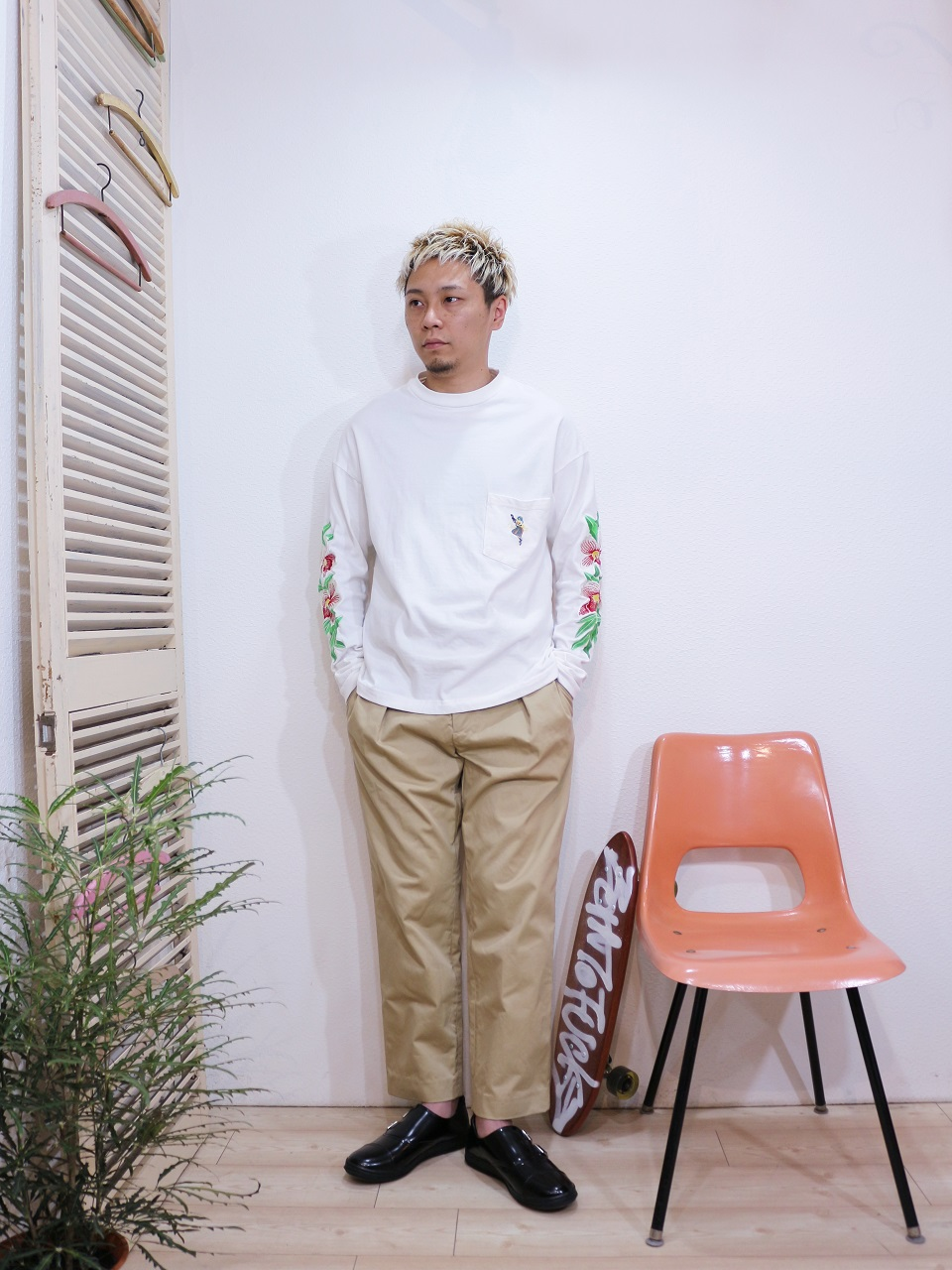 "tee/melple-ハワイアンL/S(SIZE S)pants/melple-Madison(SIZE S)shoes/MANEBU-""ROAR""FACE SKIN(SIZE 40)を使ったコーディネート"