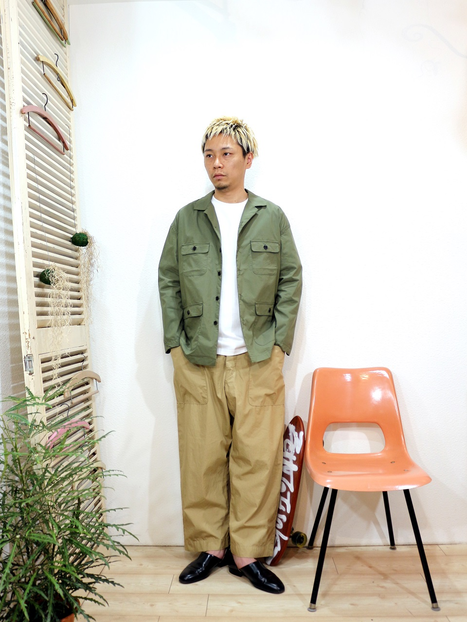 outer/MANUAL ALPHABET-SAFARI SHT JACKET(SIZE 1)tee/modem design-10.2oz PLAIN S/S TEE(SIZE 2)pants/odorlesstasteless-WEATHER DUCK(SIZE 02)を使ったコーディネート