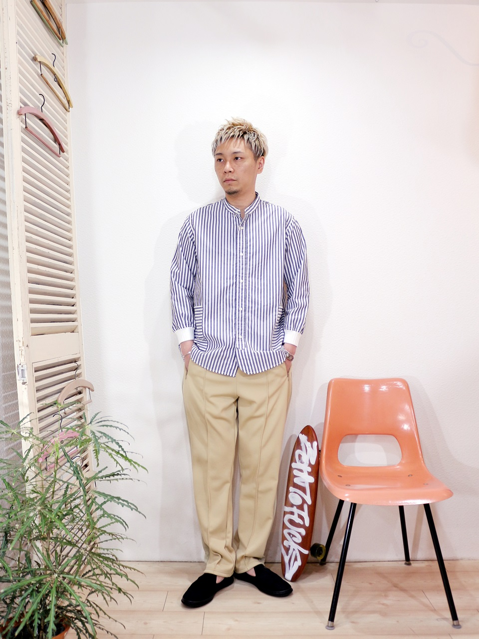 "shirt/Kelen-Redon(SIZE 38)pants/SUNNY SPORTS-RELAX TRACK PANTS(SIZE M)shoes/MANEBU-""HEEHAW LIGHT""SUEDE(SIZE 40)を使ったコーディネート"