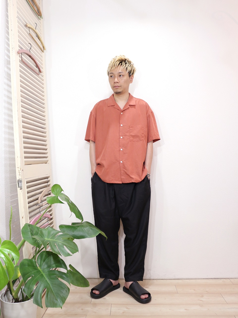 shirt/MANUAL ALPHABET-SMOOTH OPEN COLLAR SHT(SIZE 1)pants/MANUAL ALPHABET-SURGE EASY PANTS(SIZE 1)shoes/SUICOKE-SUBIM(US 8)を使ったコーディネート