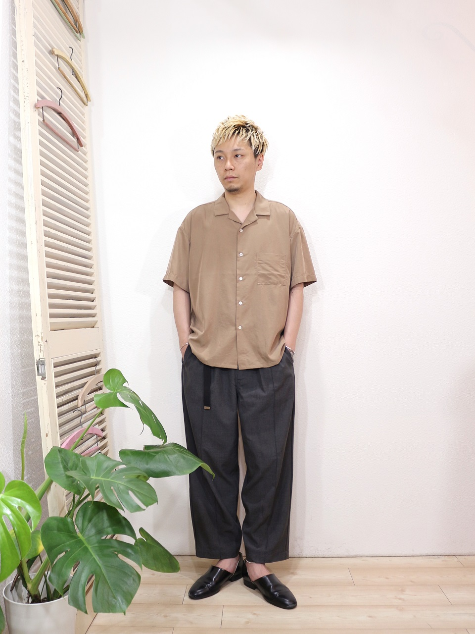shirt/MANUAL ALPHABET-SMOOTH OPEN COLLAR SHT(SIZE 1)pants/Kelen-Affleck(SIZE 38)を使ったコーディネート