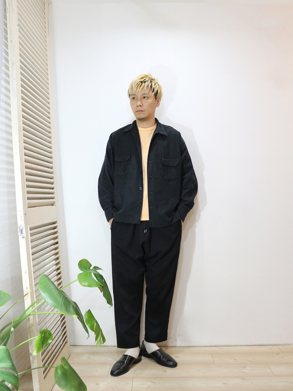 outer/H.UNIT STORE LABEL-Back stain dolman open collar long sleeves shirt(SIZE 1)pants/ReRe-COMFORT TROUSERS(SIZE 2)socks/decka-PLAIN MERCERIZATION SOCKS(SIZE MEN)を使ったコーディネート