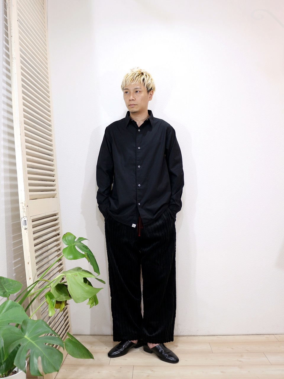 shirt/Kelen-Nicolous(SIZE 38)pants/ReAdd-CORDUROY WIDE PANTS(SIZE M)を使ったコーディネート