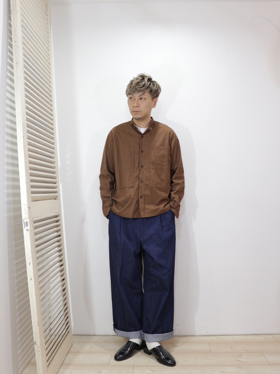 outer/MANUAL ALPHABET-GACHAPOKE BANDCOLLAR JACKET(SIZE 1)tee/MANUAL ALPHABET-MILITARY FRAISE CREW NECK L/S TEE(SIZE 1)pants/H.UNIT-Denim crown size tuck trousers(SIZE 1)socks/decka-PLAIN MERCERIZATION SOCKS(SIZE MEN)を使ったコーディネート