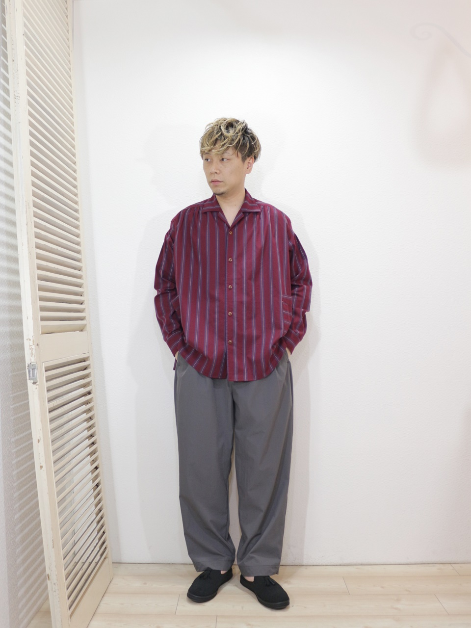 "shirt/Kelen-Roth(SIZE 38)pants/Kelen-Phelps(SIZE 38)shoes/MANEBU-""PRAN SLIPPER""SUEDE(SIZE 40)を使ったコーディネート"