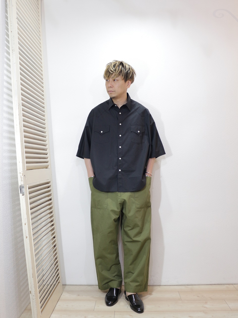 shirt/H.UNIT-Typewriter western dolman short sleeves shirt(SIZE 1)pants/KAFIKA-FLANDERS LINEN DECK PANTS(SIZE 02)を使ったコーディネート