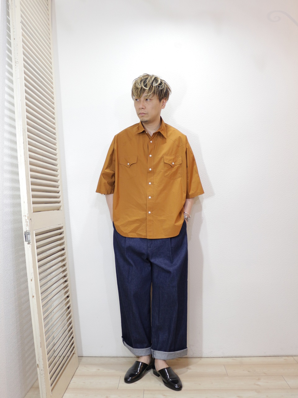 shirt/H.UNIT-Typewriter western dolman short sleeves shirt(SIZE 1)pants/H.UNIT-Denim crown size tuck trousers(SIZE 1)を使ったコーディネート