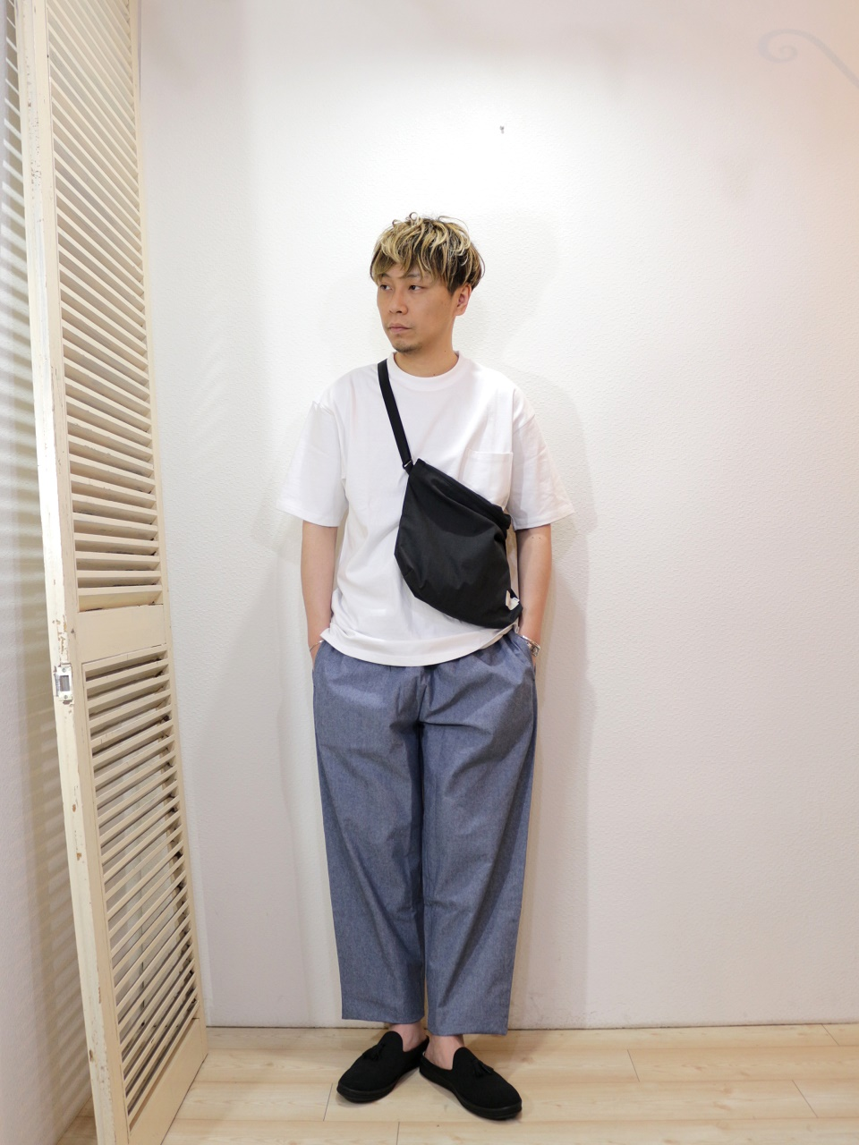 "tee/FRUIT OF THE LOOM-HEAVY WEIGHT TEE(SIZE S)pants/COOKMAN-Chef Pants Chambray(SIZE L)shoes/MANEBU-""PRAN SLIPPER""SUEDE(SIZE 40)bag/Kelen×NANGA-McFadden(SIZE FREE)を使ったコーディネート"