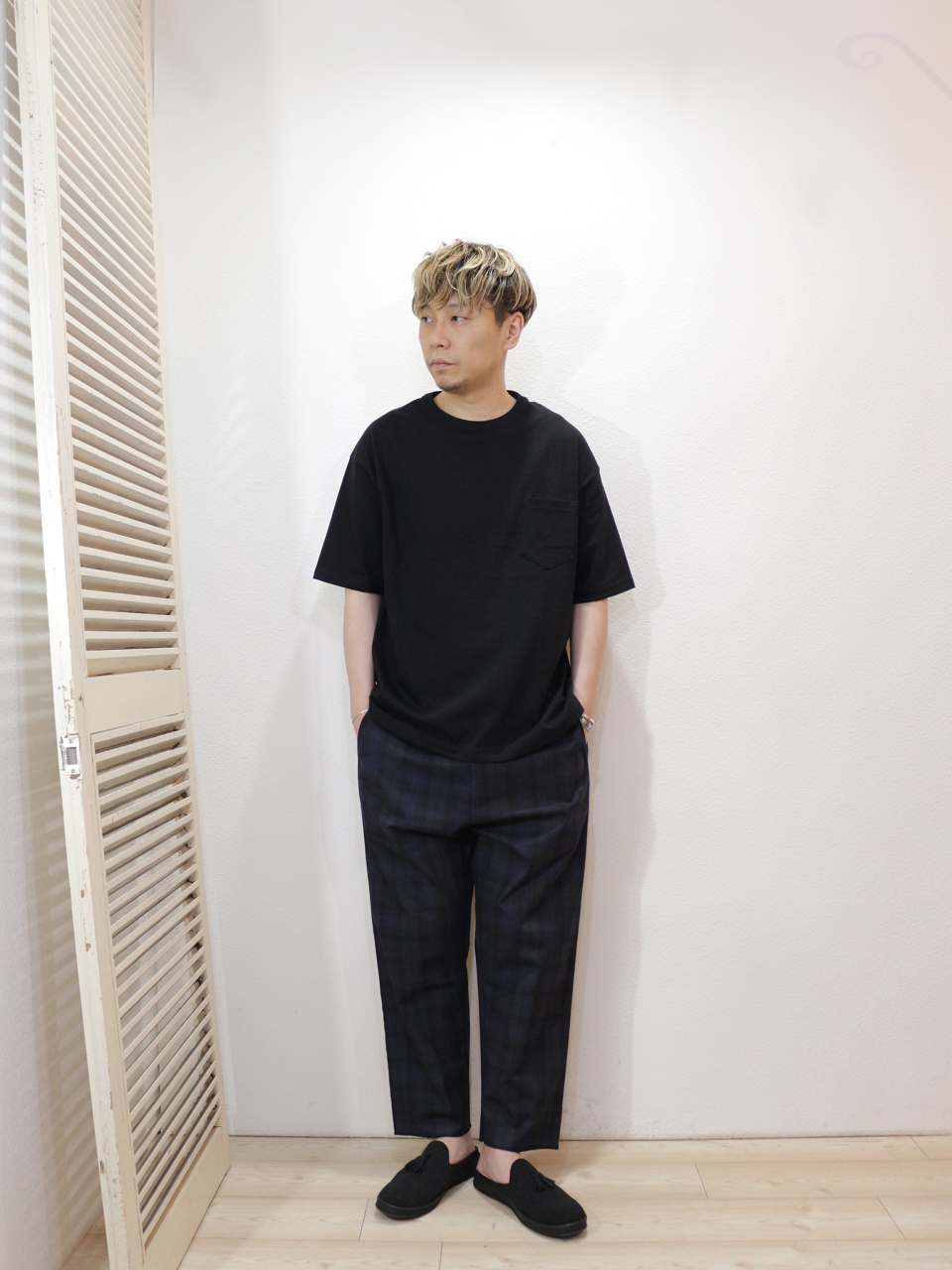 "tee/modem design-LOOSE FIT POCKET S/S TEE(S-9)(SIZE 2)pants/modem design-CHECK EASY PANTS(SIZE 2)shoes/MANEBU-""PRAN SLIPPER""SUEDE(SIZE 40)を使ったコーディネート"