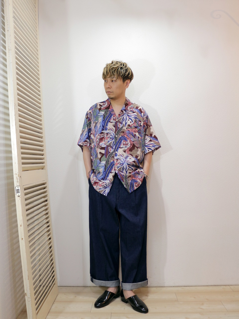 shirt/PENNY'S-HAWAII PRINTED SHIRTS(SIZE M)pants/H.UNIT-Denim crown size tuck trousers(SIZE 1)を使ったコーディネート