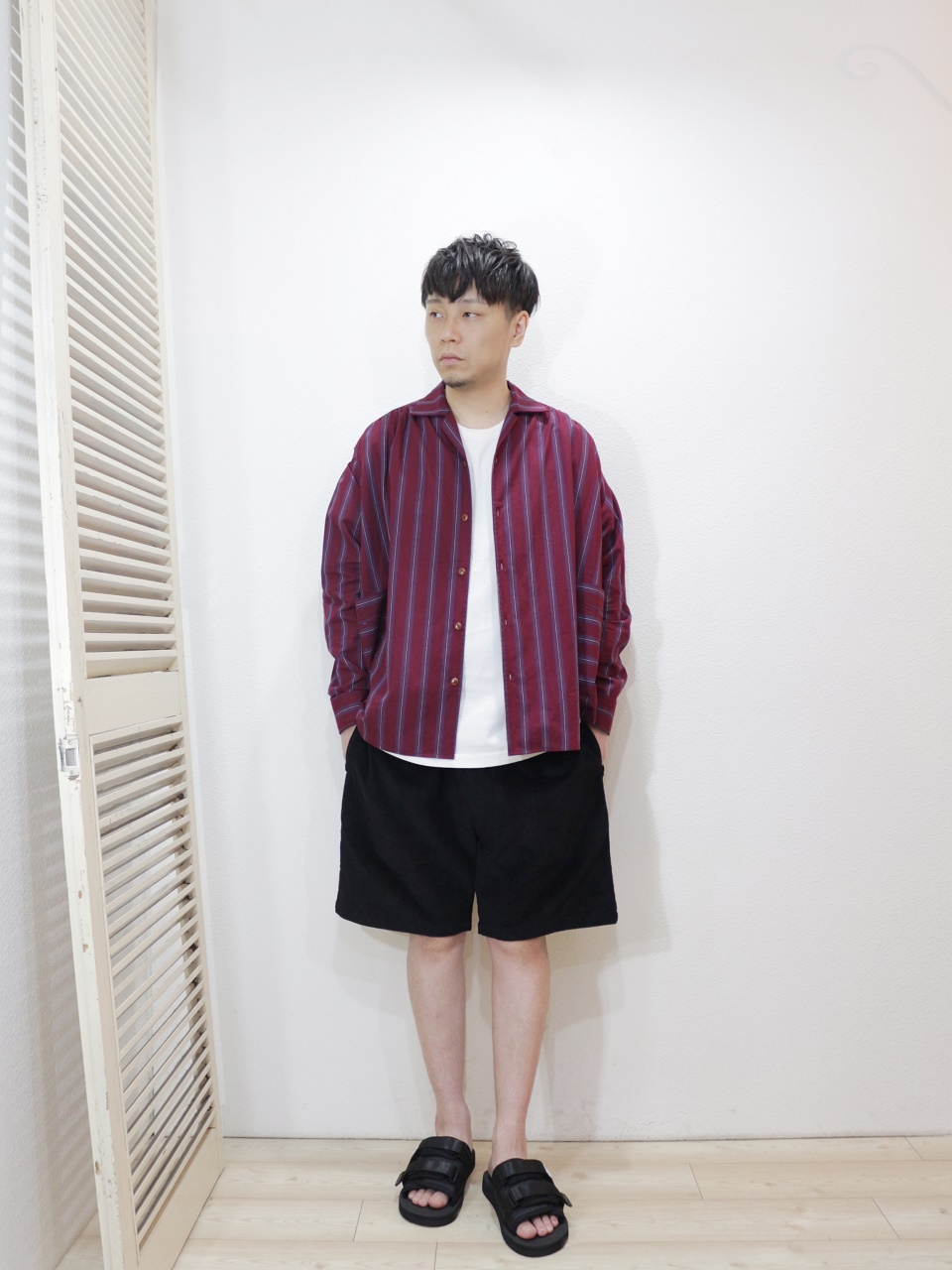 shirt/Kelen-Roth(SIZE 38)tee/FRUIT OF THE LOOM-HEAVY WEIGHT TEE(SIZE S)pants/COOKMAN-Chef Short Pants Corduroy(SIZE L)shoes/SUICOKE-MOTO-Cab(SIZE US8)を使ったコーディネート