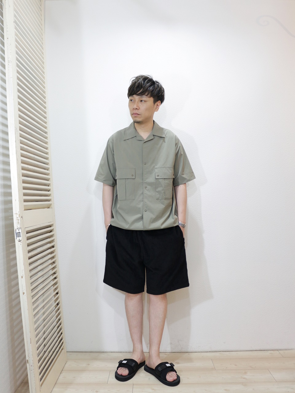 shirt/Kelen-Shapley(SIZE 38)pants/COOKMAN-Chef Short Pants Corduroy(SIZE L)shoes/SUICOKE-PADRI(SIZE US8)を使ったコーディネート